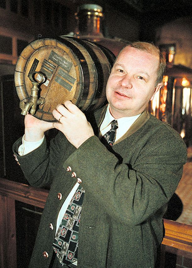 ENNEN Kun Unto Tikkanen juhli Suomalaisen olutkirjansa ilmestymistä vuonna 1999, hän painoi lähes sata kiloa.