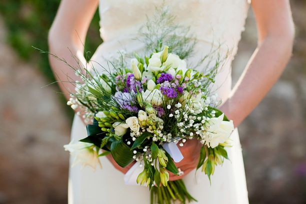 Itsensä kanssa naimisiin meneville naisille on jo erilaisia tarkoitukseen erikoistuneita palveluja.