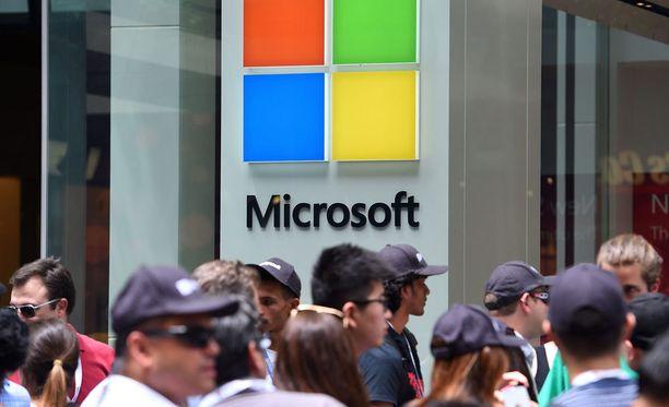 Microsoft kertoi aloittavansa välittömästi yt-neuvottelut henkilöstönsä kanssa. Tampereella ne koskevat noin 600 työntekijää ja Espoossa noin 750 työntekijää.