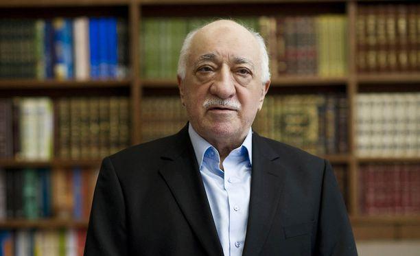 Turkin presidentti Erdoğan syyttää USA:ssa asuvaa entistä liittolaistaan Fethullah Güleniä suurin piirtein kaikista pielessä olevista asioista Turkissa.