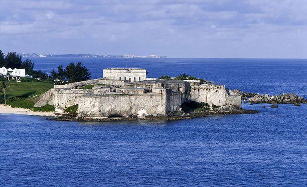 Bermudan saarivaltio sijaitsee Atlantin valtamerellä. Saarella on asukkaita noin 70 000. Kuvassa Bermudalla sijaitseva St. Cathrinen linnoitus.