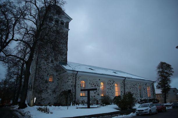 Tammisaaren kirkko piti torstaina ovensa auki iltakahdeksaan.