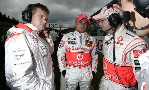 Aki Hintsa (vas.) ja Heikki Kovalainen tekivät yhteistyötä McLaren-tallissa.