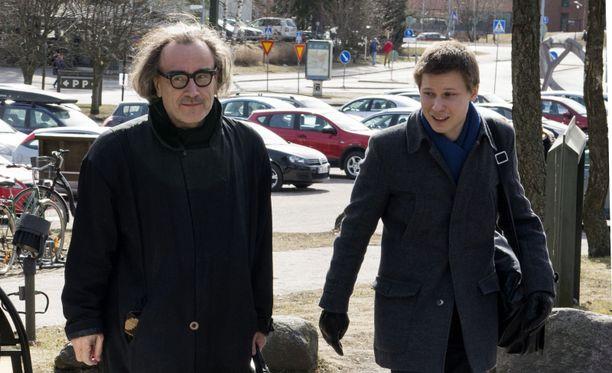Esa Saarinen ja Jaakko Korhonen Otaniemen kampuksella Saarisen töihinpaluupäivänä kuukauden sairausloman jälkeen.