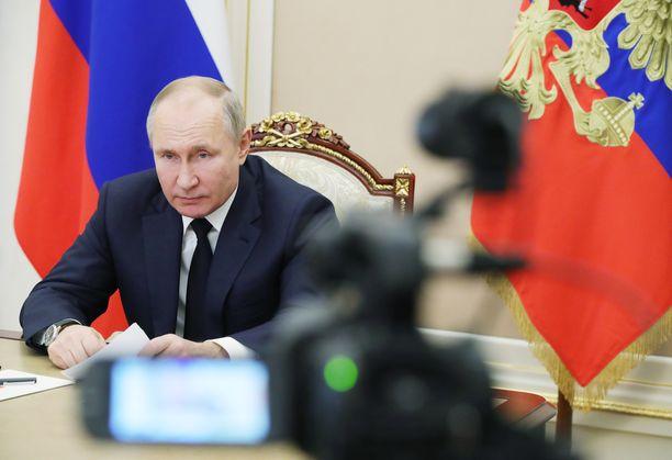 Vladimir Putin ei saa nuorten hyväksyntää.