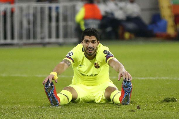 Luis Suárez ampui tyhjää Lyonissa.
