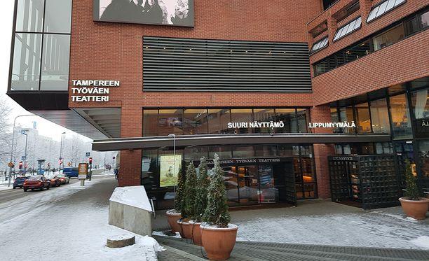 Tiedotustilaisuus Tampereen työväen teatterissa päättyi sairauskohtaukseen.