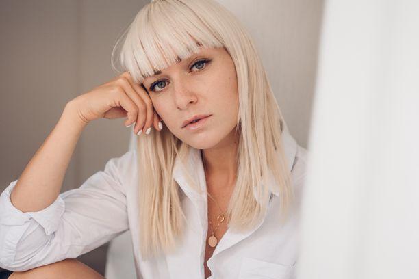 Muotibloggaaja Sara Vanninen takoi jättitilin.