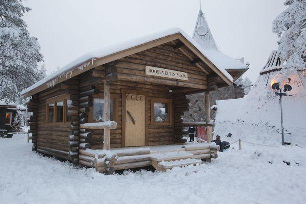 Eleanor Rooseveltin vierailu Rovaniemellä innostui pystyttämään tämän hirsimajan. Se oli Napapiirin ensimmäinen varsinainen palvelupiste matkailijoille.
