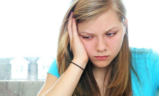 Esimerkiksi herkkujen liikasyönti ja pää kumarassa hengailu aihauttavat monille pahaa mieltä.