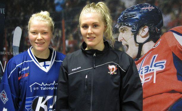 Noora Räty (vas.) ja Meeri Räisänen pelasivat niin hyvän ottelun, että Aleksander Ovetshkinkin näytti innostuvan.