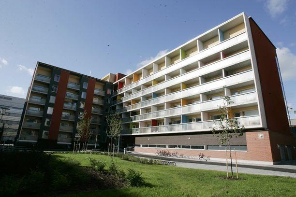Nuorisosäätiöllä on useita kiinteistöjä. Kuvan asuntokohde on nimetty Matti Vanhasen mukaan MatinTaloksi ja sijaitsee Helsingin Hitsaajankadulla.