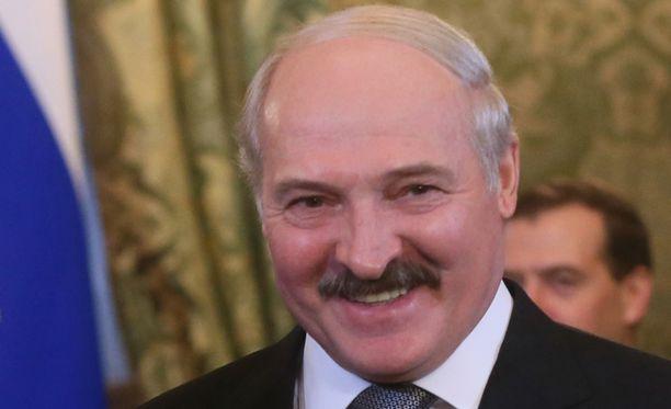 Valko-Venäjän presidentti Aljaksandr Lukašenka on ainoa, joka voi armahtaa kuolemaan tuomitut. Tähän mennessä hän on armahtanut yhden ihmisen.