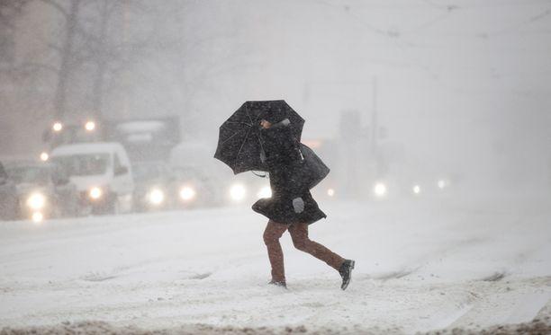 Lunta saadaan tänään melkein koko maassa.