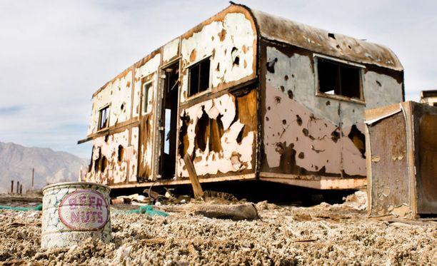 Entisen matkailuvaunukylän jäänteet.