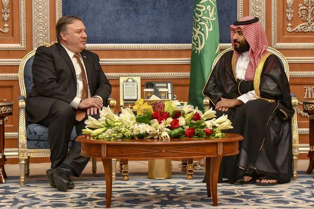 Ulkoministeri Mike Pompeo keskusteli Riadissa kruununprinssi Mohammed bin Salmanin kanssa Jamal Khashoggin katoamisesta.