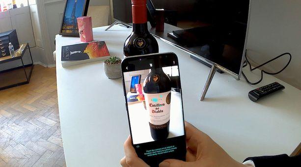 Samsungin uusi tekoälyapuri tunnistaa muun muassa viinipullot ja nähtävyydet.