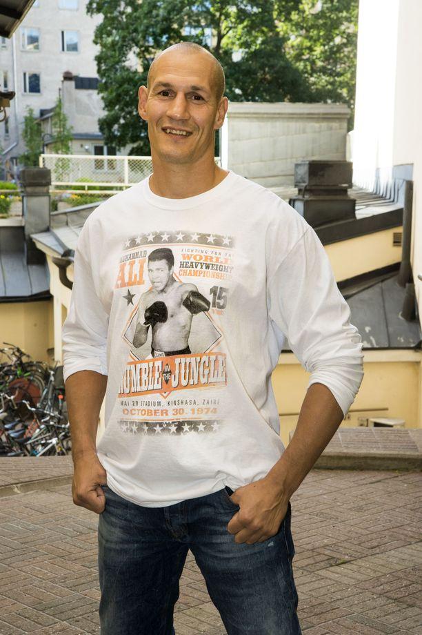 Nyrkkeilijä Amin Asikainen lopetti ammattilaisuransa vuonna 2011.