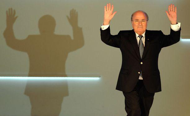 Sepp Blatter ei halua jättäytyä Fifassa vain varjoksi taustalle.