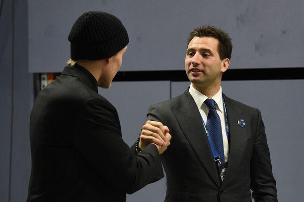 Roman Rotenberg tapasi Jets-tähti Patrik Laineen eilen Hartwall-areenassa.