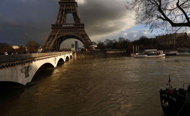 Pitkään jatkuneet rankkasateet ovat syy tulvintaa.
