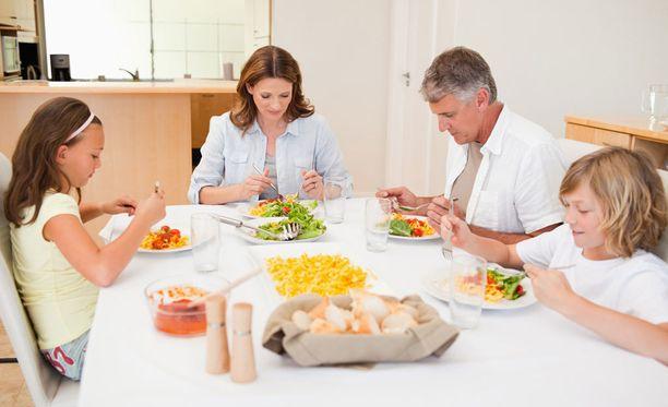 Kansainvälisesti vertailtuna Suomessa käytetään aikaa yhteisiin ateroihin vähemmän kuin muissa maissa.