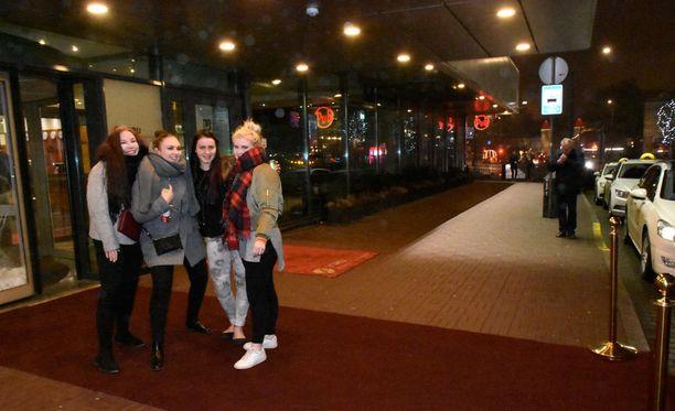 Punainen matto odotti 850 abia perjantaina saapuvaksi Viru-hotelliin Tallinnaan.