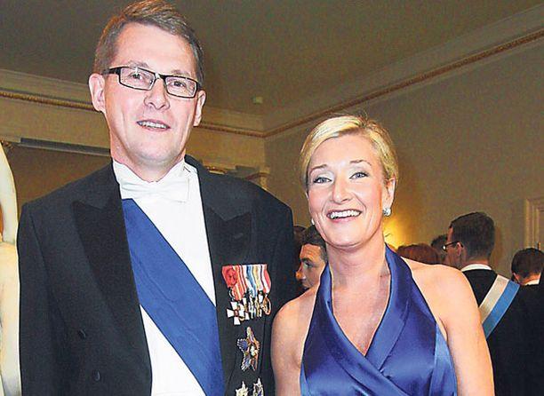 Matti Vanhanen ja Sirkka Mertala edustivat Linnassa jo rutiinilla. Kuva viime vuodelta.