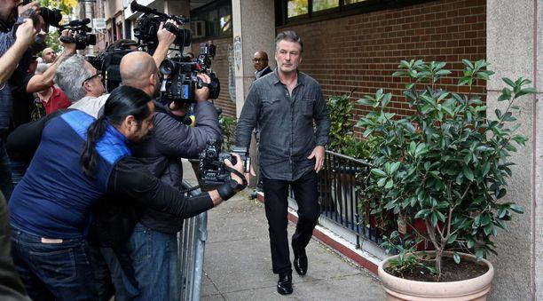 Alec Baldwin leaves the 6th Precinct
