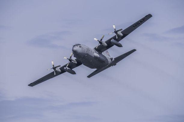 Kateissa oleva kone on tyypiltään Hercules C-130. Arkistokuva.