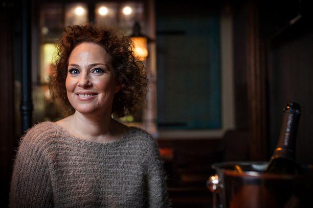 Miia Nuutila juontaa myös Maajussille morsian -ohjelman yhdeksännen tuotantokauden.