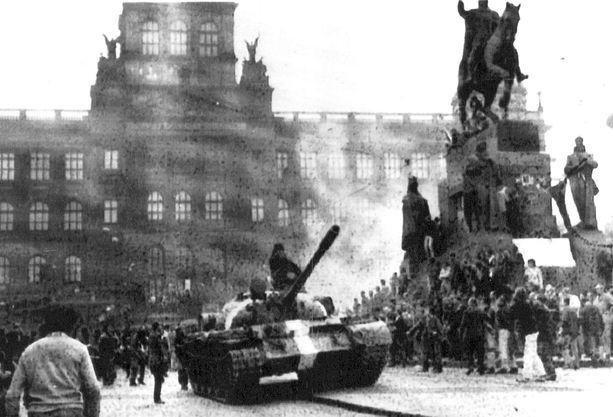 Varsovan liiton tankkien vyöryminen Tsekkoslovakiaan yllätti Suomen valtiojohdon.