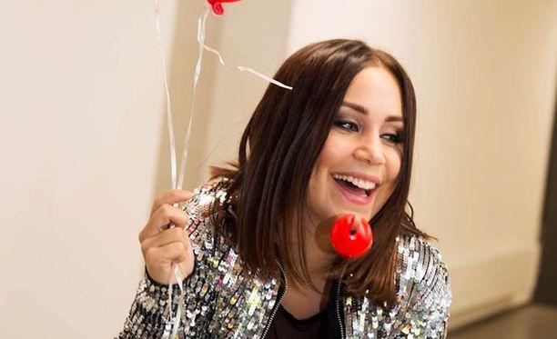 Anna Abreu iloitsi uuden levynsä äänistyssessioista.