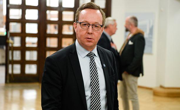 Elinkeinoministeri Mika Lintilä (kesk).