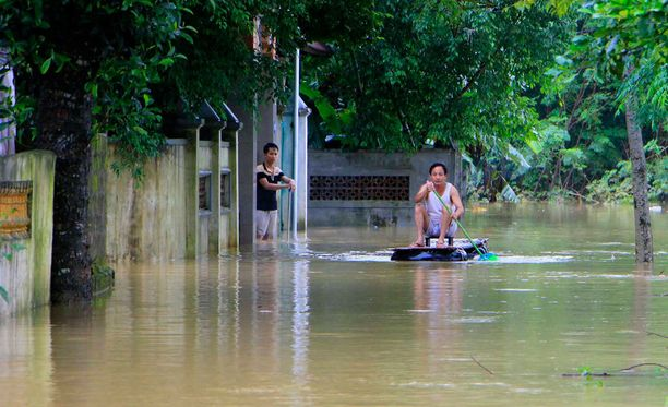 Ainakin 11 ihmistä on kuollut Vietnamia piinaavissa tulvissa.