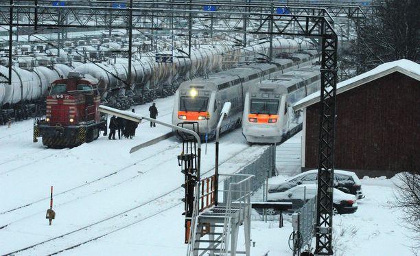 Venäläissyntyinen mies otettiin kiinni, kun Tolstoi-juna saapui Vainikkalan rajanylityspaikalle. Kuva rajanylityspaikalta.