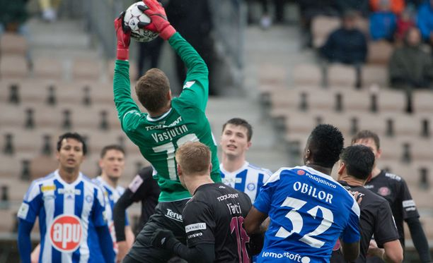 HJK:n ja Lahden kamppailut ovat olleet pitkään tulisia. Kuva HJK-Lahti-ottelusta 3. toukokuuta, Töölön jalkapallostadionilta.