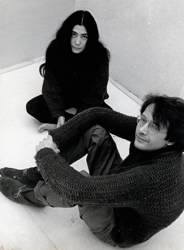 Yoko Ono toisen miehensä Tony Coxin kanssa vuonna 1965.