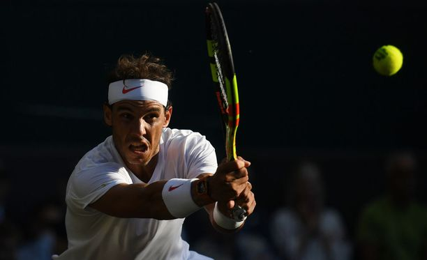 Rafael Nadal kohtaa Novak Djokovicin Wimbledonin huippumatsissa.
