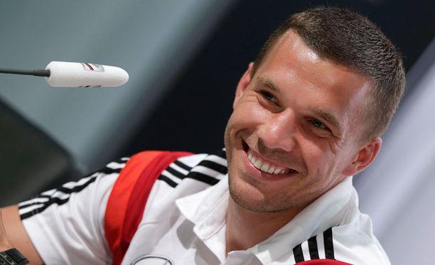 Lukas Podolski hyökkää Die Mannschaftin vasemmalla laidalla.