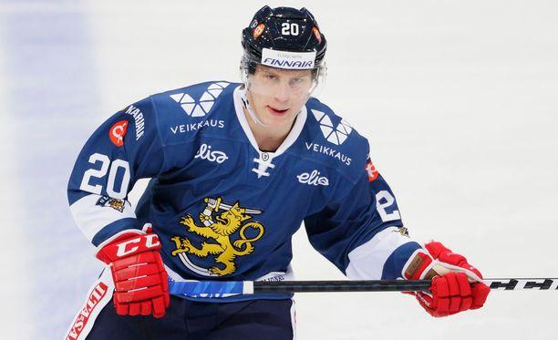 Eeli Tolvanen herkutteli Ruotsin kustannuksella.