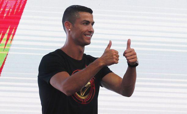 Cristiano Ronaldo tekee järjettömän määrän rahaa Instagram-postauksillaan.