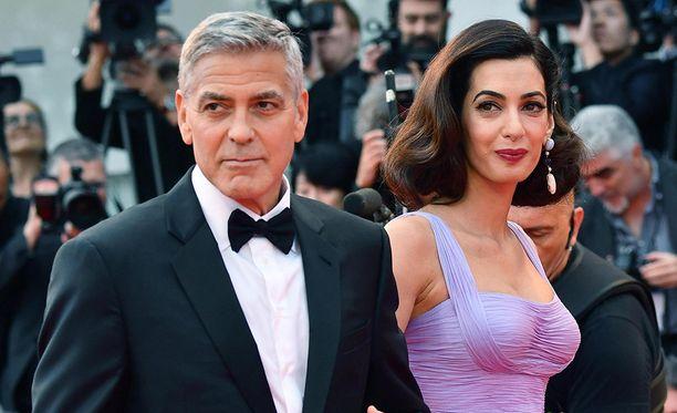 Clooneyn pariskunta on antanut tukensa opiskelijamarssille.
