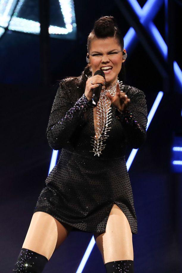 BBC noteerasi Saara Aallon Euroviisu-esityksen Facebook-videollaan.
