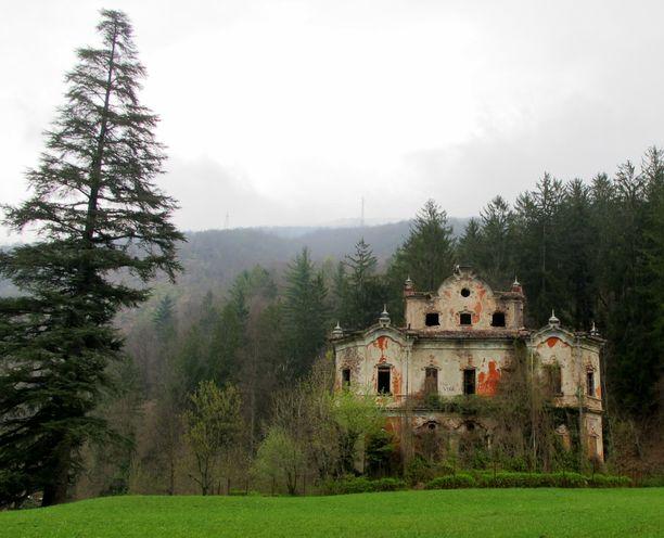 Villa De Vecchi, aavemainen huvila italiassa. Talossa on nähty niin murha kuin itsemurhakin.