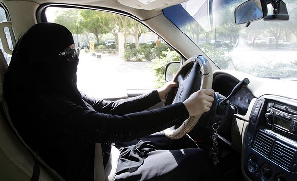 Tähän asti Saudi-Arabiassa ajokieltoa uhmanneet naiset ovat joutuneet jopa ruoskittavaksi. Arkistokuva.