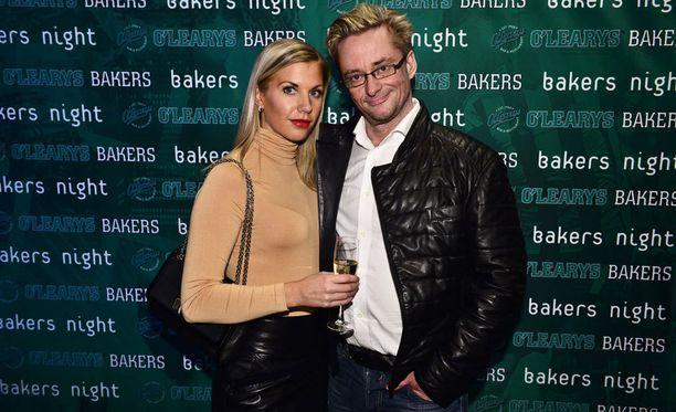 Emilia Poikkeus ja Mikael Jungner ehtivät seurustella 1,5 vuotta.
