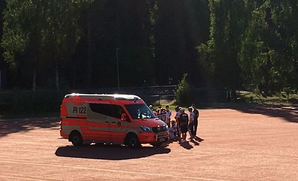 Superpesis-ottelussa tarvittiin ambulanssia Tampereella.
