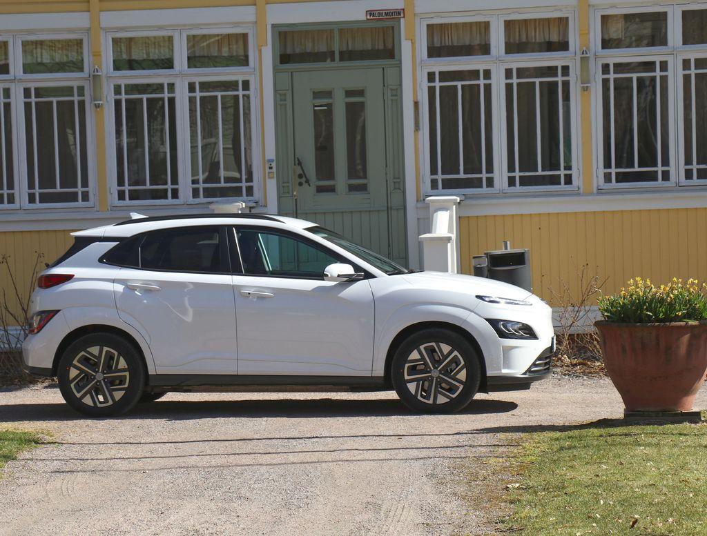 Hyundai Kona. Sähkö vai bensa?
