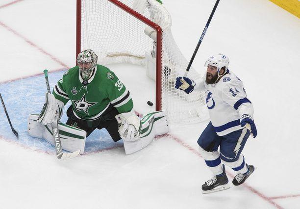 Tampa Bay Lightning on kyykyttänyt Dallas Starsia NHL:n finaaleissa.